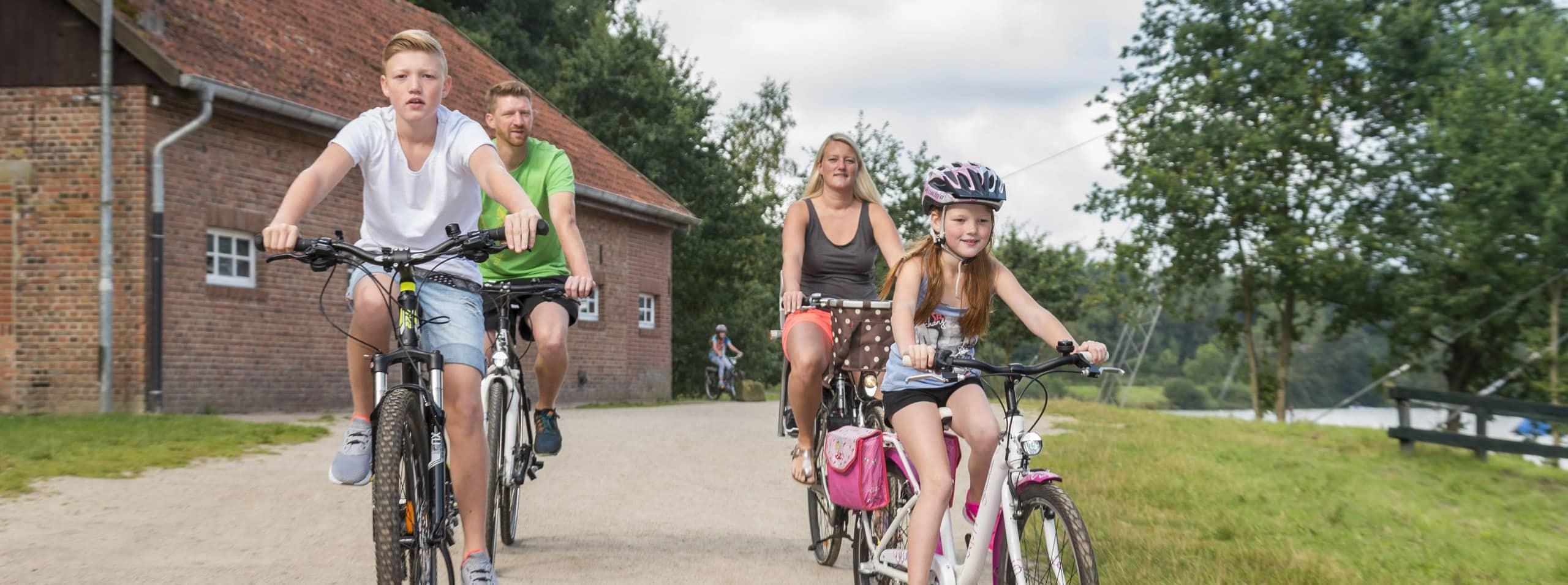 Familotel Gut Landegge Umgebung Familien Raddtour Fahrradtour an der Ems Familienurlaub